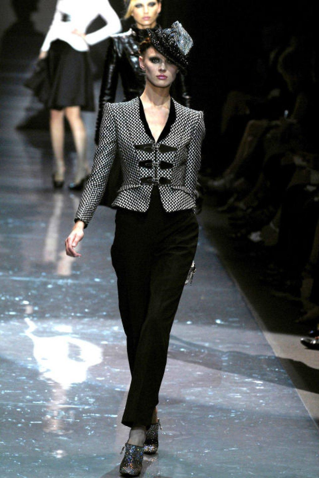 hbz-david-bowie-inspired-runway-armani-prive-fall-2007-getty
