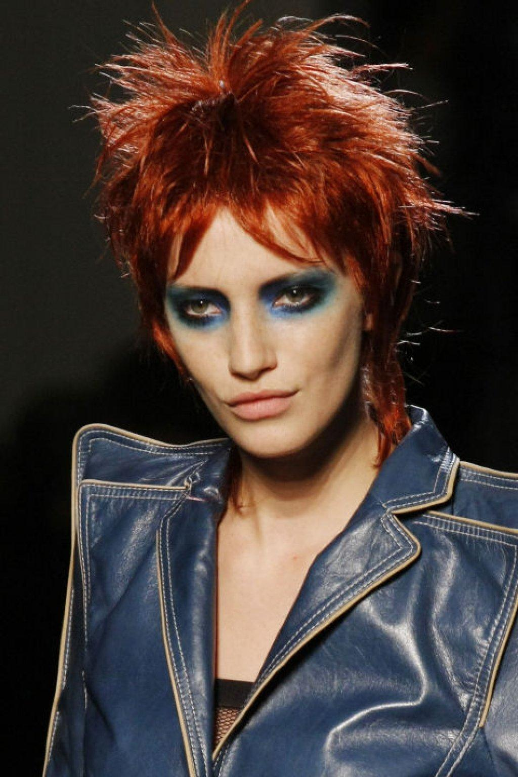 hbz-david-bowie-inspired-runway-gaultier-spring-2011-beauty-ap-images